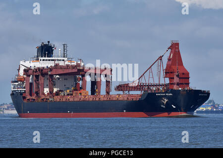 Self-Discharging Bulk-Carrier Bontrup Pearl - Stock Image