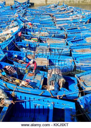 Morocco, Marrakesh-Safi (Marrakesh-Tensift-El Haouz) region, Essaouira. Two men on a boat in the fishing port. - Stock Image