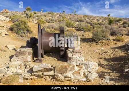 Lost Horse Gold and Silver Mine Platform and Rust Colored Industrial Machine Equipment in Joshua Tree National Park California USA - Stock Image