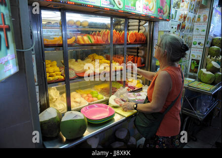 Selection of fresh fruits at Maxwell Market, Chinatown, Singapore - Stock Image