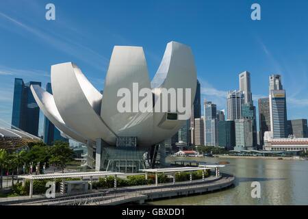 Singapore skyline and Art Science Museum, Marina Bay - Stock Image