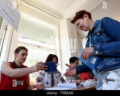 Prague, Czech Republic. 21st Apr, 2019. Ukrainians living in Czech Republic take part in the second round of presidential elections in Ukraine at the Consulate of Ukraine in Prague, Czech Republic, April 21, 2019. Credit: Michal Krumphanzl/CTK Photo/Alamy Live News - Stock Image