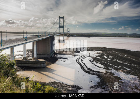 The River Severn with the Severn Bridge (Severn-Wye Bridge) between England and Wales from Aust Cliff, Somerset, - Stock Image