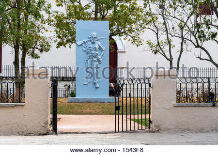 A stone bas-relief statue of Roberto Rodriguez, 'El Vaquerito'. He fell in the area during the Battle of Santa Clara led by Che Guevara - Stock Image
