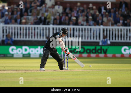 London, UK. 14th July 2019. ICC World Cup Cricket Final, England versus New Zealand; Jofra Archer bowls to James Neesham with a wide during the super over Credit: Action Plus Sports Images/Alamy Live News - Stock Image