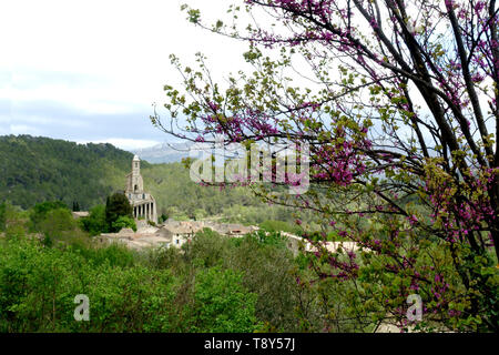 The village and the church of Pierrrelongue, called the Chapelle Notre-Dame de la Consolation in France - Stock Image