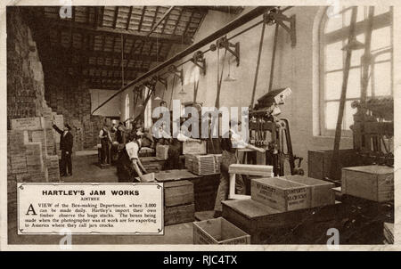 Hartley's Jam Works, Aintree, Merseyside - The Box-making Department, capable of making 3000 boxes daily! The boxes being manufactured here are for exporting to America where they term the jars as 'Crocks'. - Stock Image