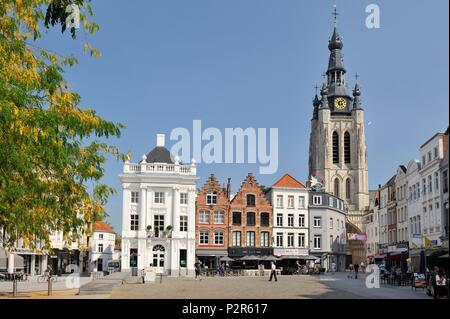 Belgium, Province of West Flanders, Kortrijk, Grand Place, terraces of coffee shops dominated by the church of Saint Martin built from 1390 to 1466 and its carillon of 49 bells up to 93 meters - Stock Image