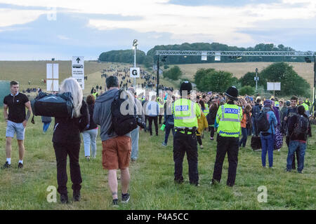 Stonehenge, Amesbury, UK, 20th June 2018,   2 police officers watching the arriving crowds at the summer solstice Credit: Estelle Bowden/Alamy Live News. - Stock Image