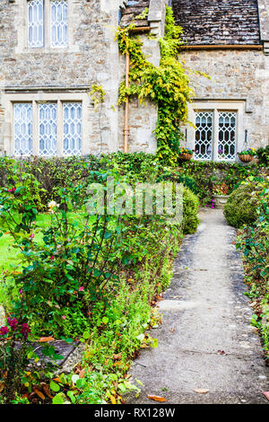 The front garden of a stone cottage in the Cotswolds, England. - Stock Image