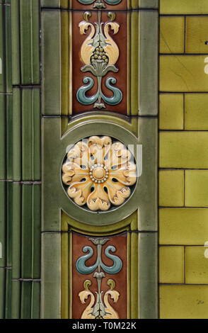 Tiled exterior of the historic Peveril of the Peak pub in Manchester city centre - Stock Image