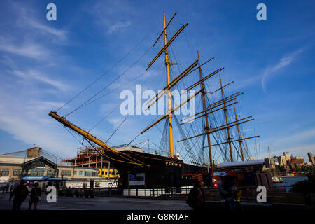 Boat lying idle at the harbor in New York - Stock Image