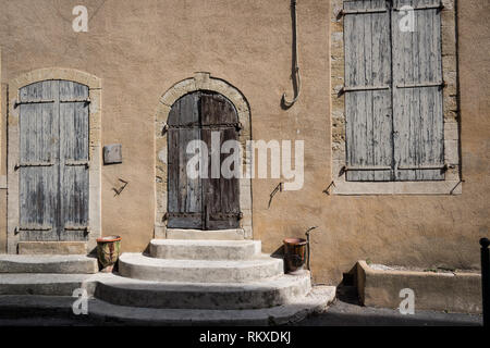 Old doorway and shutters in the French village of Lourmarins - Stock Image