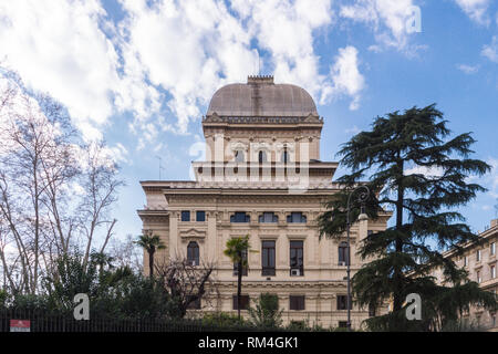 The Great Synagogue (Tempio Maggiore) of Rome, the largest Jewish house of worship in Italy, exterior view from the Portico d'Ottavia ghetto - Stock Image