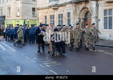 Trowbridge, Wiltshire, UK. 11th Nov, 2018. Gentleman in wheelchair moving into position in remembrance parade with army cadets in the background Credit Estelle Bowden/Alamy Live news - Stock Image