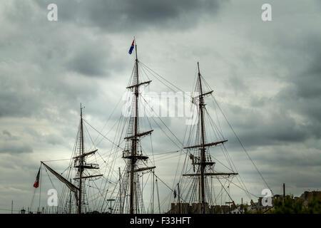 Top part of a sailboat, Saint Malo, France. - Stock Image