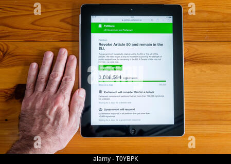 Chippenham, Wiltshire, UK. 22nd March, 2019. A  man is pictured viewing the UK Governments petition webpage as the petition calling for the UK to revoke Article 50 and remain in the EU reaches 3M votes.  Credit: Lynchpics/Alamy Live News - Stock Image
