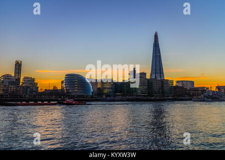 City Hall, Embankment / River Thames, London - Stock Image