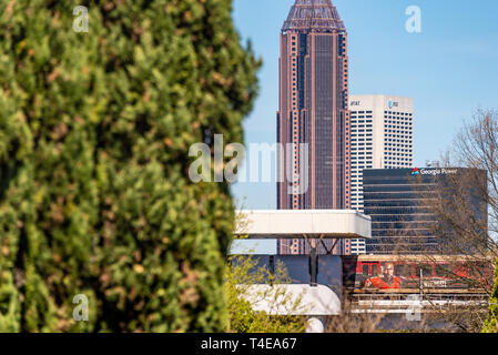 MARTA train at the King Memorial Transit Station between Historic Oakland Cemetery and downtown Atlanta, Georgia. (USA) - Stock Image