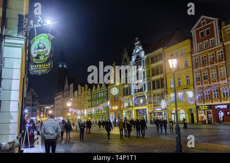 Colourful buildings within the town city square at night, Rynek, Wrocław, Wroclaw, Wroklaw, Poland - Stock Image