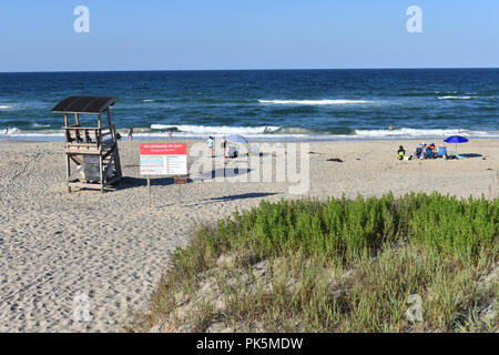 Coquina Beach on the Cape Hatteras National Seashore with signs showing no Life Guard and dangerous rip currents. - Stock Image