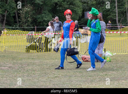 Young women dressed as Super Mario at an outdoor event - Stock Image