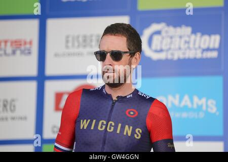 London, UK.  11th September 2016. Tour of Britain stage 8, circuit race. Sir Bradley Wiggins at the sign on before - Stock Image