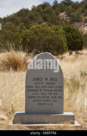 Grave at historic cemetery at semi-ghost town of White Oaks in Jicarilla Mountains near Carrizozo, New Mexico, USA - Stock Image