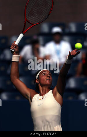 Flushing Meadows, New York - August 30, 2018: US Open Tennis:  Caroline Garcia of France serving during her second round victory over Monica Puig of Puerto Rico at the US Open in Flushing Meadows, New York. Credit: Adam Stoltman/Alamy Live News - Stock Image