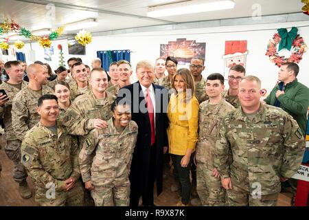 U.S. President Donald Trump and First Lady Melania Trump greet U.S. service members during a surprise visit to Al Asad Air Base December 26, 2018 in Al Anbar, Iraq. The president and the first lady spent about three hours on Boxing Day at Al Asad, located in western Iraq, their first trip to visit troops overseas since taking office. - Stock Image
