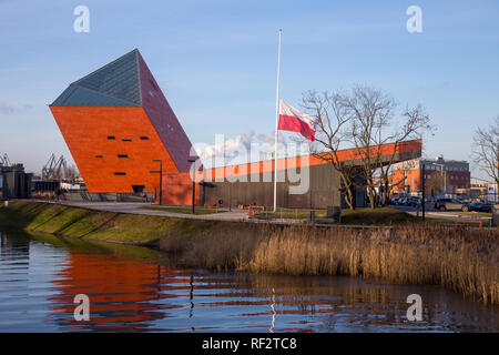 Polish flag half mast in front of The Museum of the Second World War in Gdansk, Poland after assassination of the Mayor of the city Pawel Adamowicz - Stock Image