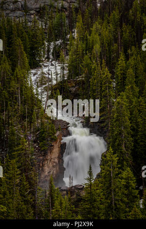 Water Pours Over Beartooth Falls in Absaroska Wilderness - Stock Image