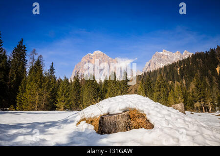 Scenic view of Mount Tofana di Rozes, as seen from the road to Passo Giau, high alpine pass near Cortina d'Ampezzo, Dolomites, Italy - Stock Image