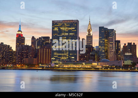 Midtown skyline from the East river at sunset - Stock Image