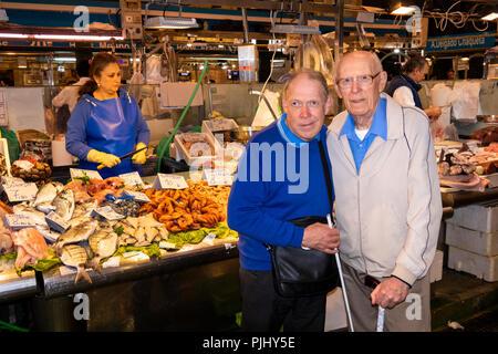 Spain, Jerez de La Frontera, Plaza de Abastos, Mercado Central, central fish market, tourists - Stock Image