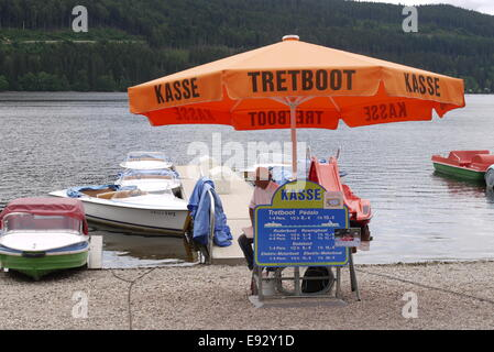 Boot- und Tretboot-Vermietung am Titisee, Boat renter lender at Lake Titi - Stock Image