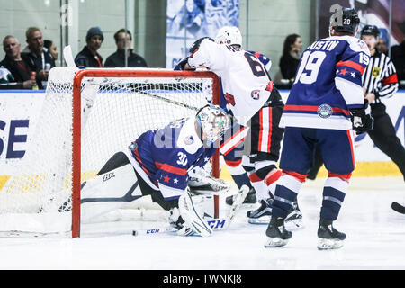 MELBOURNE, AUSTRALIA - JUNE 21: Max Strang of USA defends against Shane Heffernan of Canada in the 2019 Ice Hockey Classic in Melbourne, Australia - Stock Image