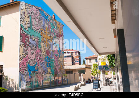 PISA, ITALY - APRIL, 15 2019: The Pisa's Mural by Keith Haring (1989), on the St Anthony Church's back wall - Stock Image