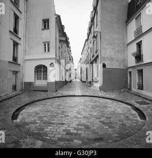 Little square and narrow street in Paris, France - Stock Image