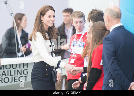 Portsmouth, UK. 20th May 2016. Duchess of Cambridge arrives at Landrover BAR and meets children of the 1851 Trust. - Stock Image