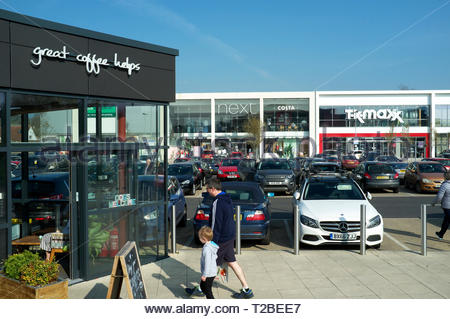 View of Yate shopping centre, showing units of the extension to the original centre. Yate, near Bristol, South Gloucestershire, UK. - Stock Image