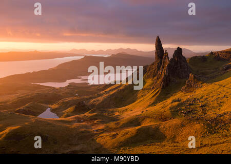 Glorious rich morning sunlight at the Old Man of Storr on the Isle of Skye, Scotland. Autumn (November) 2017. - Stock Image