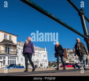 Sidmouth, 29th Oct 18 People out and about on the Esplanade at Sidmouth following a sharp frost across Devon this morning. The continuing clear skies also resulted in a glorious sunny day on the Devon coast. Photo Central/Alamy Live News - Stock Image