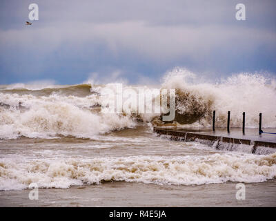 Chicago, Illinois, USA. 26th November 2018. Rough surf on Lake Michigan crashes ashore at North Avenue Beach during today's storm. Waves approached twenty feet at the height of the storm. Credit: Todd Bannor/Alamy Live News - Stock Image