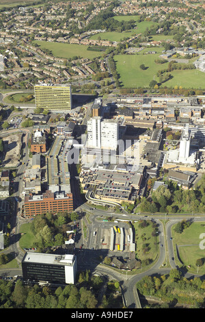 Aerial view of Bracknell Town Centre showing the shopping centre, car parks and offices - Stock Image