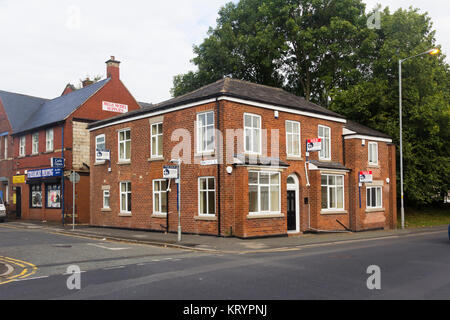 Former public house 'The Park' on Egerton Road, Farnworth. Closed in 2013 it has now been converted to residential - Stock Image
