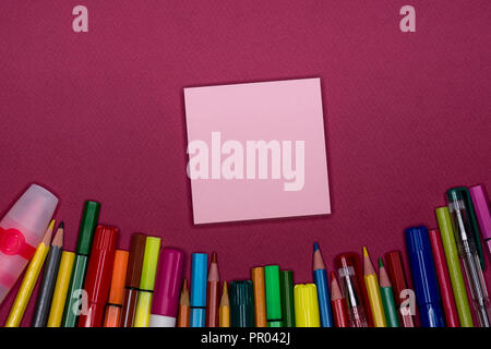 Adhesive note, pencils on colorful background, blank copy space, text space - Stock Image