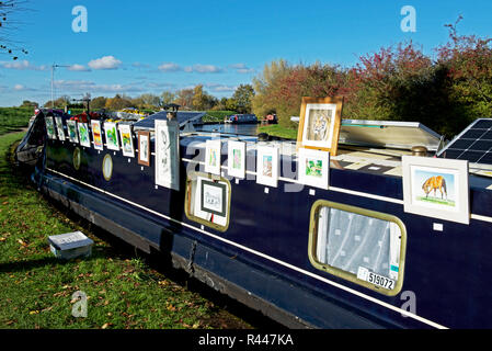 Paintings for sale, Grand Union Canal, near Marsworth, Buckinghamshire, England UK - Stock Image