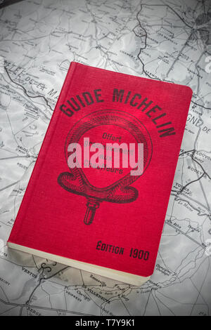 1900 MICHELIN GUIDE first edition Michelin brothers, 35,000 free copies printed for World Fair Paris France 'offer gracieusement aux chauffeurs' Paris - Stock Image