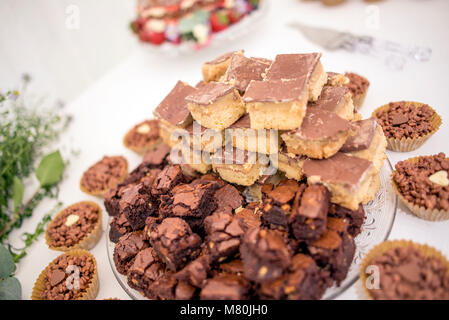 A platter of millionaire shortbread and chocolate brownie - Stock Image
